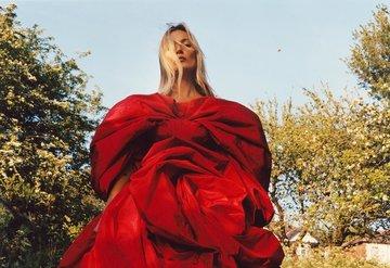 Alexander McQueenin yeni yüzü Kate Moss