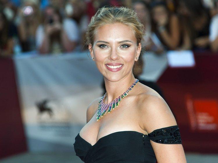 Scarlett Johansson 34. yaşını kutluyor