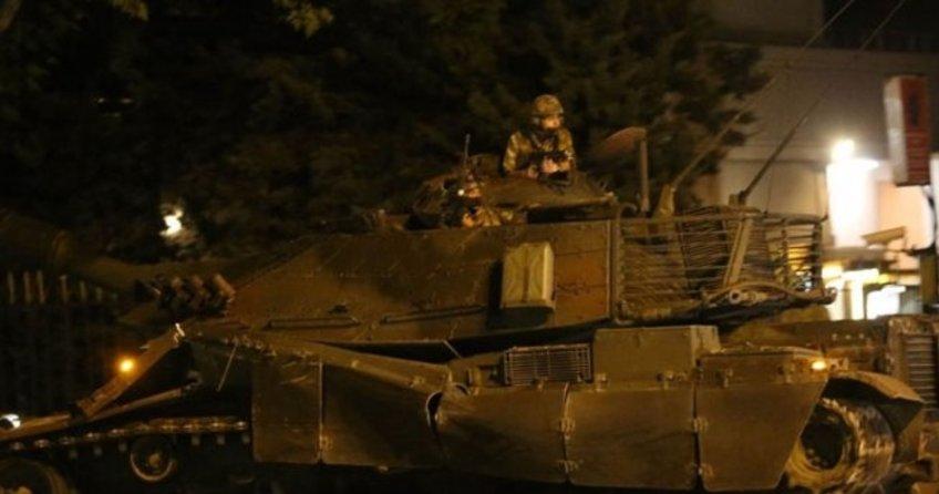 Fetö'cü Komutan Kışlaya Dönen Tankları İçeri Almamış