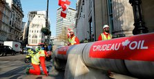 Canada pipeline controversy follows Trudeau to UK