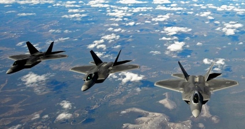 ABD jetleri Rus bombardıman uçaklarını engelledi