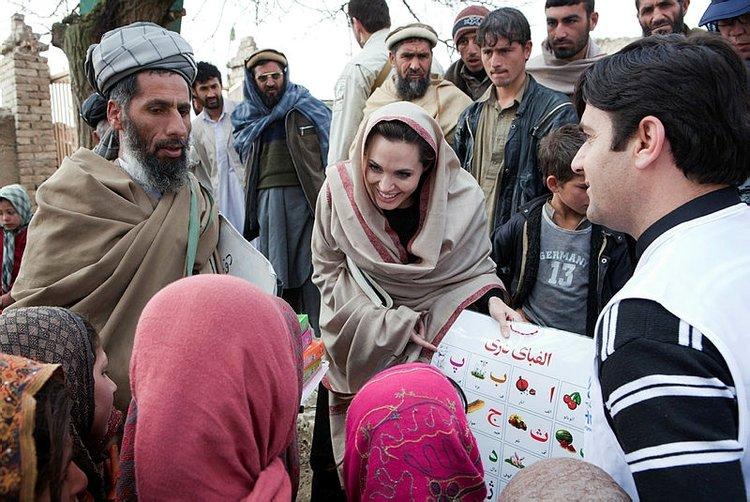 Angelina Jolie: Afgan kadınları ve çocukları düşünüyorum