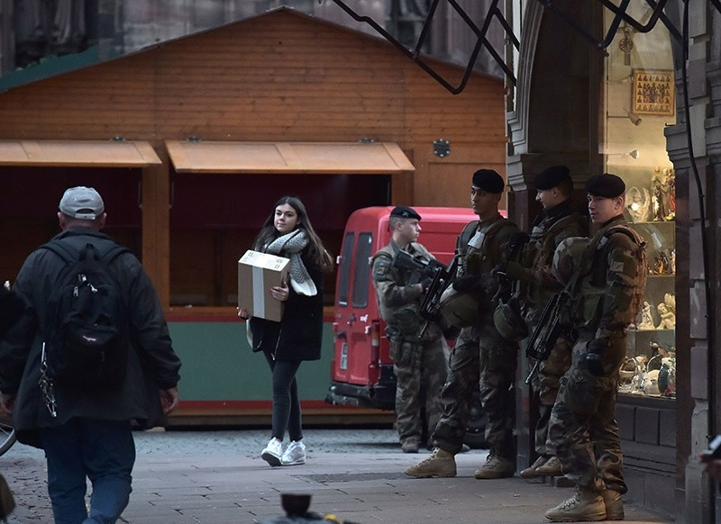 After seven terrorist suspects were arrested, French soldiers patrol in Strasbourg on November 21, 2016. (AFP Photo)