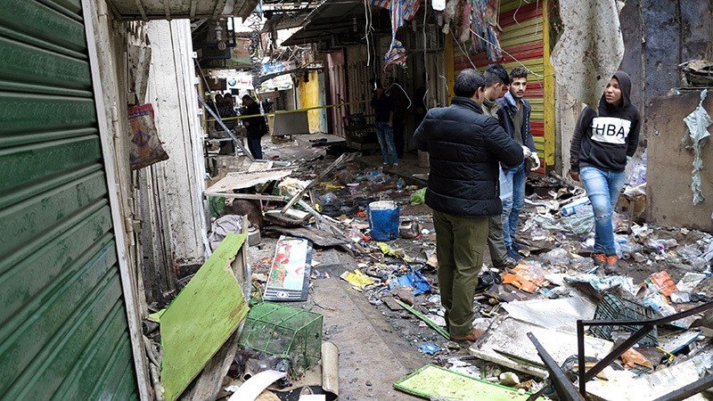 raqi security forces inspect the site of a bomb attack at a market in central Baghdad, Iraq December 31, 2016. (Reuters Photo)