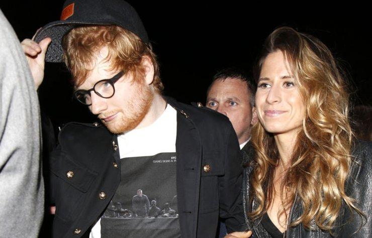 İngiliz şarkıcı Ed Sheeran, önceki gün instagram hesabından kız arkadaşı Cherry Seaborn ile nişanlandığını açıkladı.