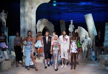 Donatella Versace ile Yeni Dönem ve Son Koleksiyonu Hakkında