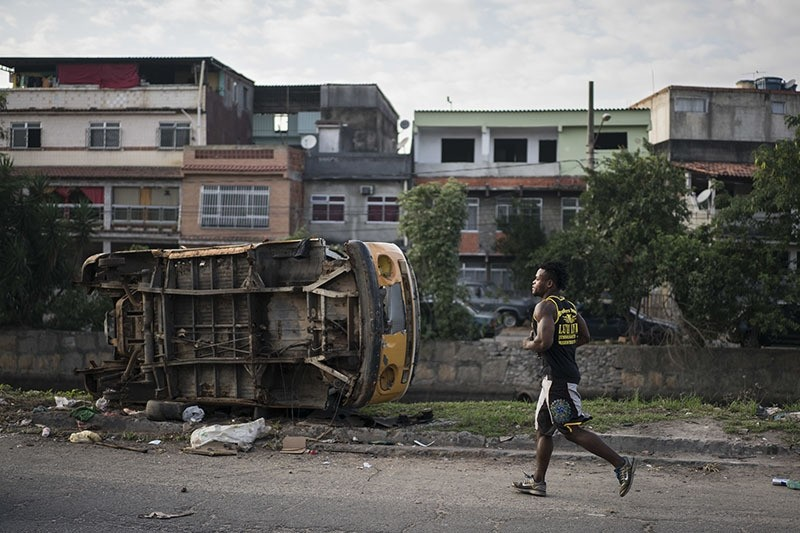 In this May 27, 2016 photo, Popole Misenga, a refugee and judo athlete from the Democratic Republic of Congo, jogs near his home in Rio de Janeiro, Brazil  (AP Photo)