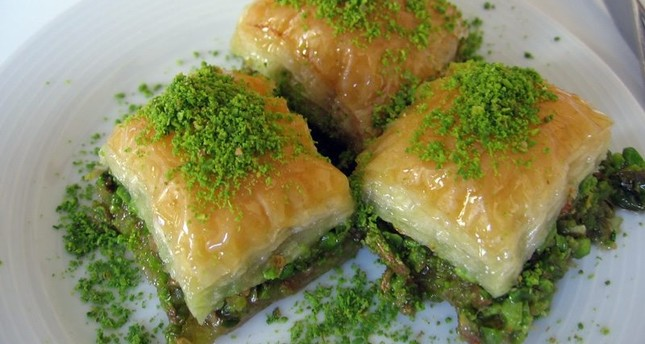 Nearly 2,000 tons of baklava to be produced daily in Turkey during Eid al-Fitr