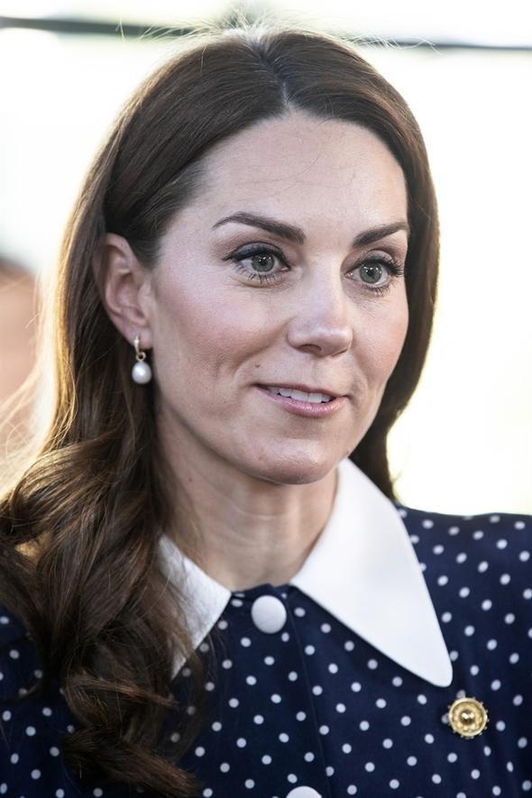 Kate Middleton, derin yırtmacıyla çok konuşuldu