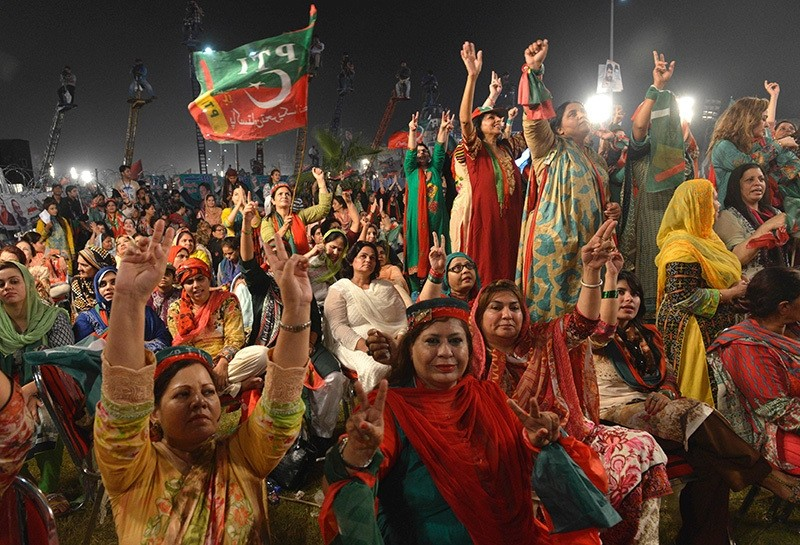 Supporters of Pakistani cricketer-turned-opposition leader Imran Khan (not pictured), who launched a public campaign against Sharif, react during a public meeting in Raiwind, some 40 kilometers from Lahore, on Sept. 30, 2016. (AFP Photo)