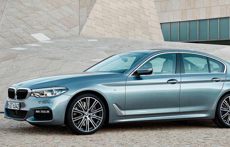 Her geçen gün karşısına yeni ve güçlü rakipler çıkartılsa da gücünden ve prestijinden hiçbir şey kaybetmeyen BMW 5 Serisi, yoluna emin adımlarla devam ediyor.
