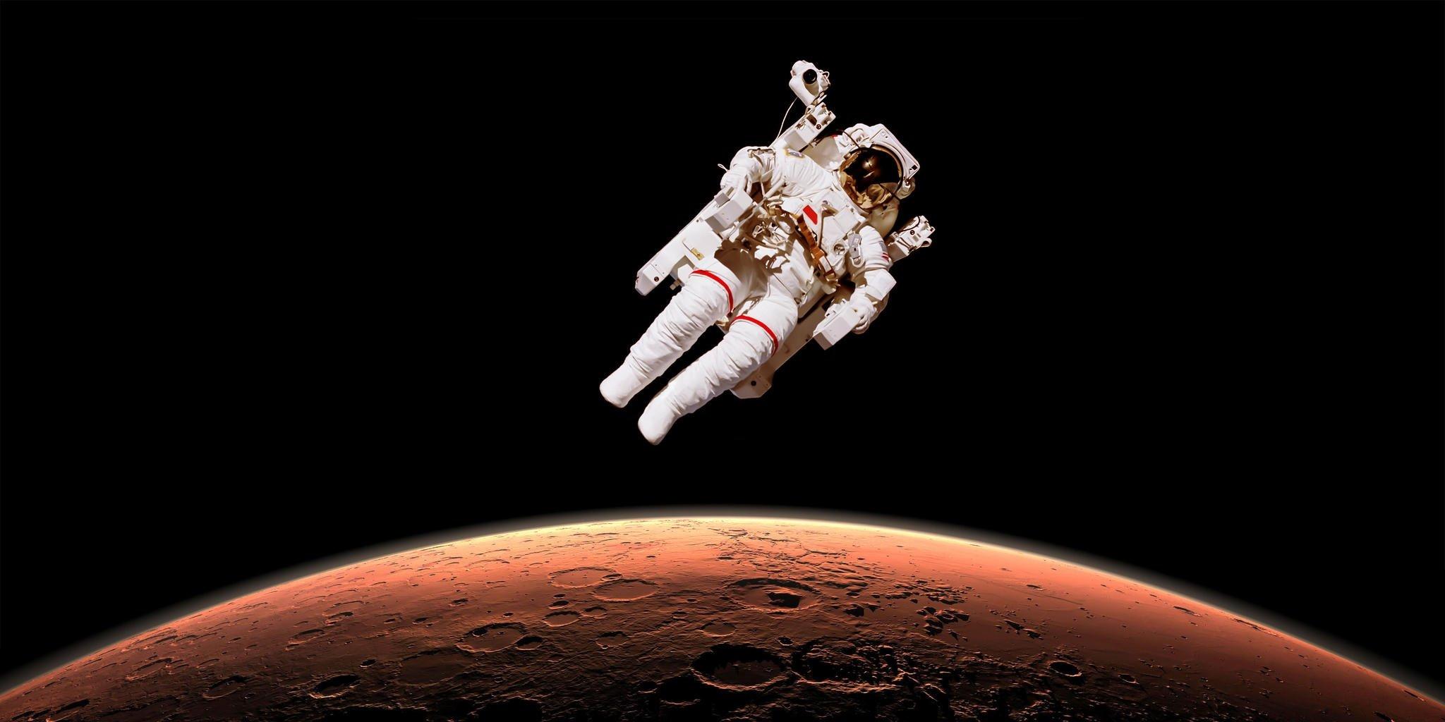 MARS'A AYAKA BASACAK İLK KİŞİ BİR KADIN OLACAK