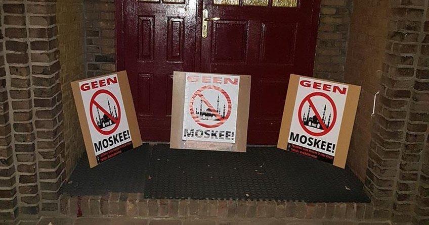 Hollandada 3 camiye saldırı