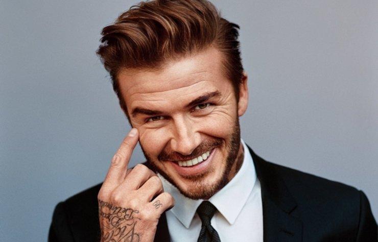 David Beckham, ailesiyle birlikte yaptığı sıradan bir doğa yürüyüşünde bile benzersiz görünmeyi beceriyor.