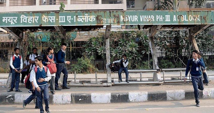 Hindistanda 1,6 milyon öğrencinin sınavı iptal edildi!