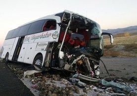 Konya'da yolcu otobüsü ile tır çarpıştı