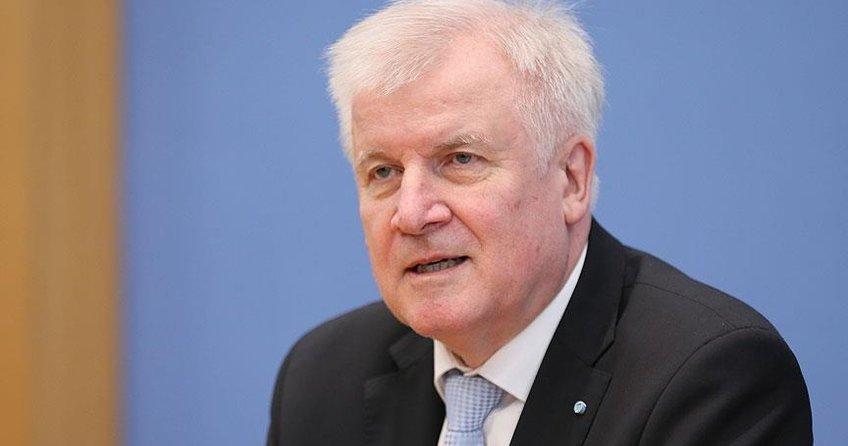 Alman İçişleri Bakanı İslamı Seehofer: İslam, Almanya'ya ait değildir