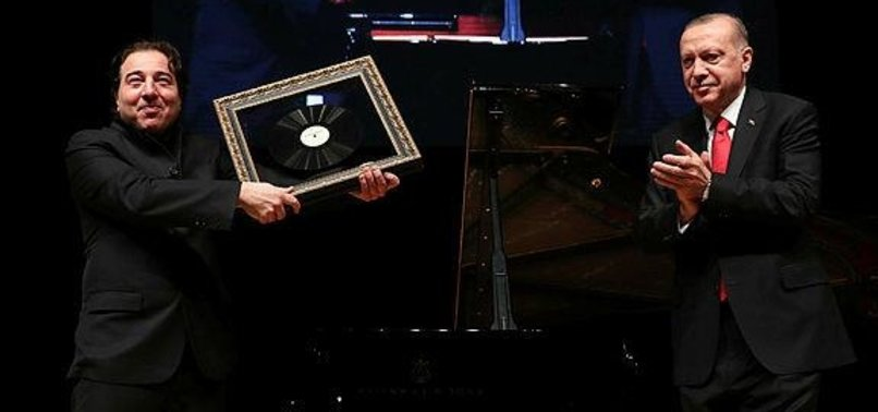 TURKISH PRESIDENT, US SENATOR SEE FAMED PIANIST PERFORM