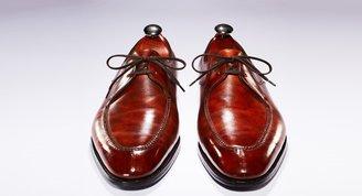 Ayakkabılara fısıldayan adam