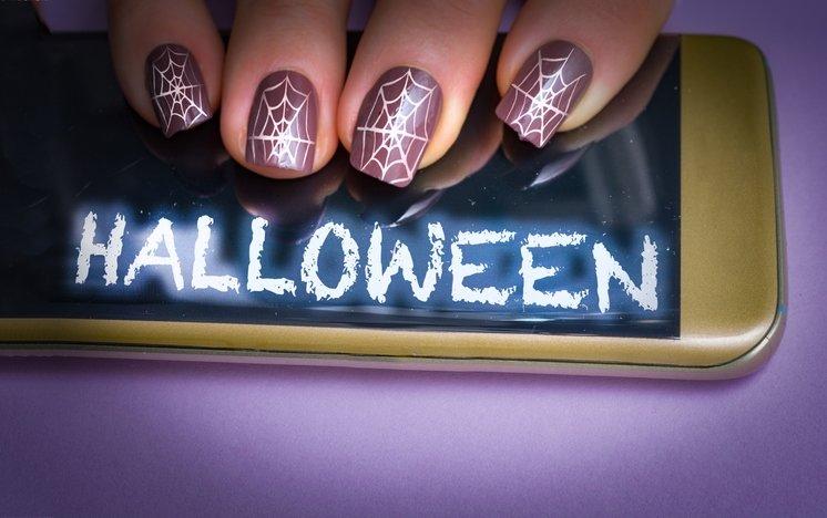 Cadılar Bayramı'na özel nail art tasarımları