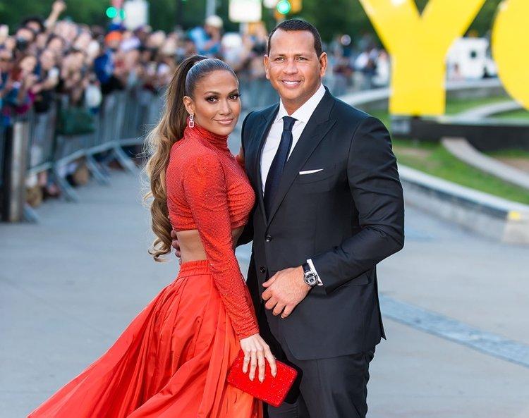 Jennifer Lopez düğününü erteledi!