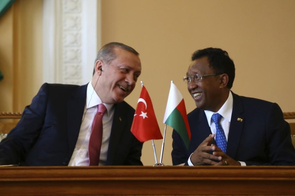 President Erdou011fan (L) with his Madagascan counterpart Rajaonarimampianina