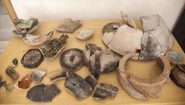 Ahlat'taki İç Kale Kazılarında 5 Bin 200 Yıllık Seramik Parçaları Bulundu