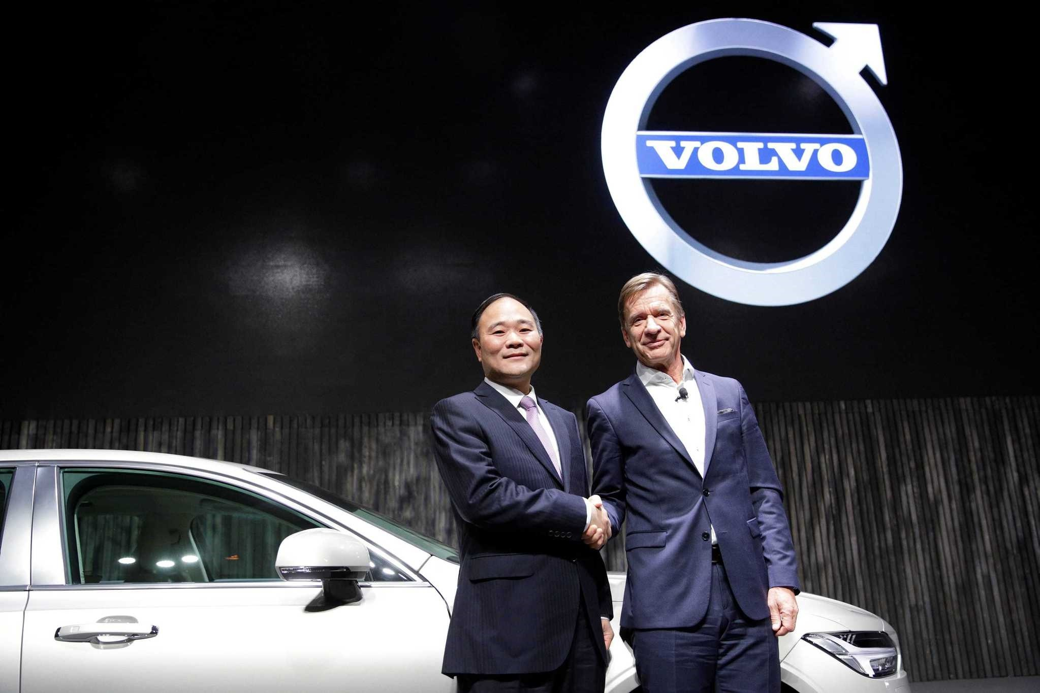 Li Shufu, (L) founder and chairman of Zhejiang Geely Holding Group and Hakan Samuelsson, President of Volvo attend Volvou2019s S90 news conference in Shanghai.