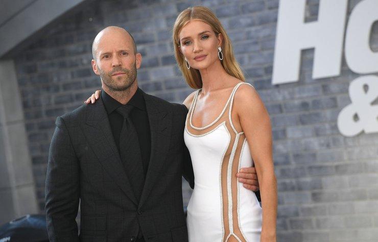 Jason Statham'ın başrolünde yer aldığı Hızlı ve Öfkeli: Hobbs and Shaw galası gerçekleşti. Jason Statham ve Rosie Huntington-Whiteley çifti galada en dikkat çeken isimler oldu.