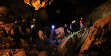Students explore mysteries of touristic cave