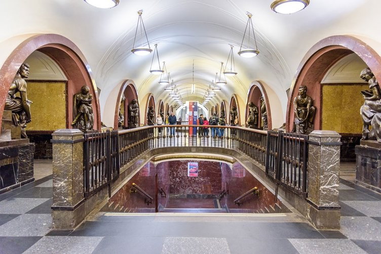 Moskova'nın galerileri andıran metro istasyonları