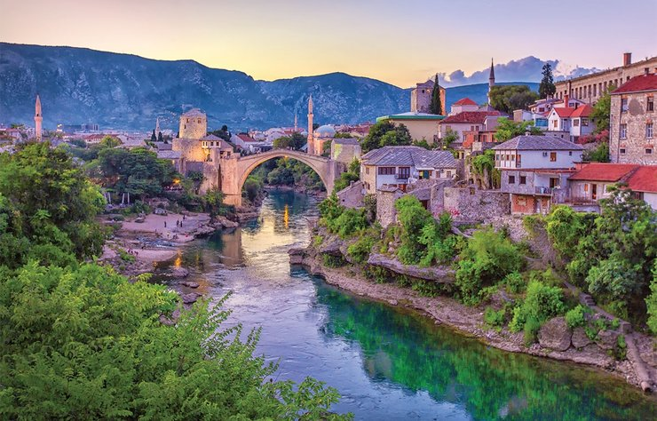 Uzun süre Osmanlı İmparatorluğu'nun egemenliğinde kalan ve bu yüzden hiç yabancılık çekmeyeceğiniz Bosna-Hersek'in başkenti Saraybosna, Ramazan'da gidilebilecek en iyi yurtdışı destinasyonlarından biri...