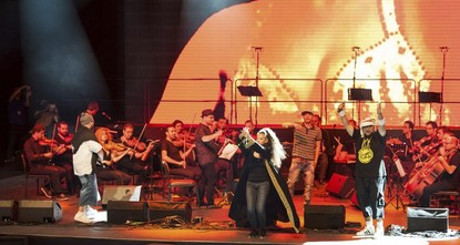 The live album of the Orchestra of Syrian Musicians, which is composed by the Syrian musicians who fled the war-torn country and British musician Damon Albarn, has been released today in Turkey.br...