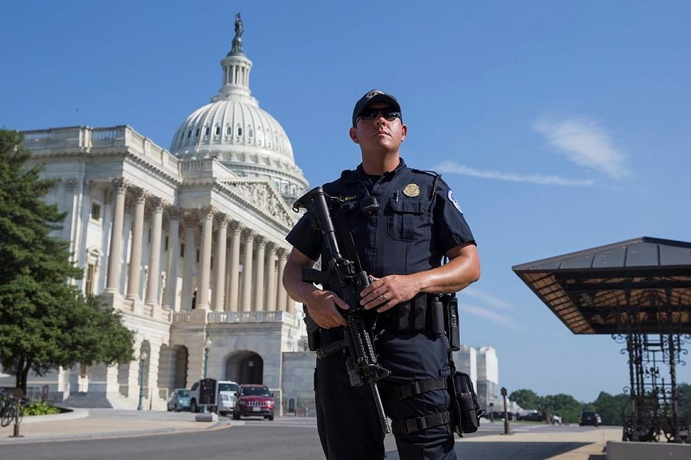 A US Capitol Police officer holds a firearm outside the US Capitol Building while it was on another lockdown, in Washington, DC, USA, 08 July 2016. (EPA Photo)