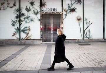Dior ve Givenchy fabrikalarında el dezenfektanı üretiliyor