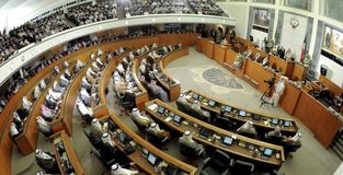 Kuwaitis vote to elect 50-member parliament
