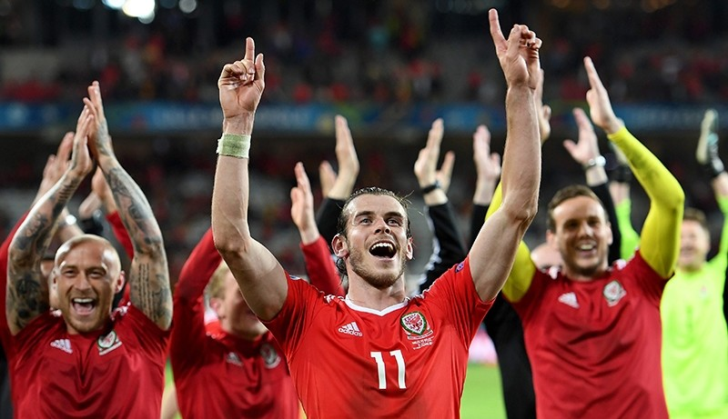 Gareth Bale of Wales and teammates celebrate winning the UEFA EURO 2016 quarter final match between Wales and Belgium at Stade Pierre Mauroy in Lille Metropole, France, 01 July 2016. (EPA Photo)