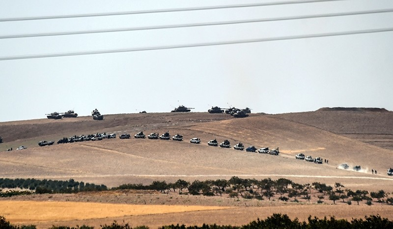 This picture taken from the Turkish Syrian border city of Karkamis in the southern region of Gaziantep, on August 24, 2016 shows Turkish army tanks (AFP Photo)
