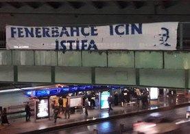 Fenerbahçe taraftarından 'istifa' pankartları