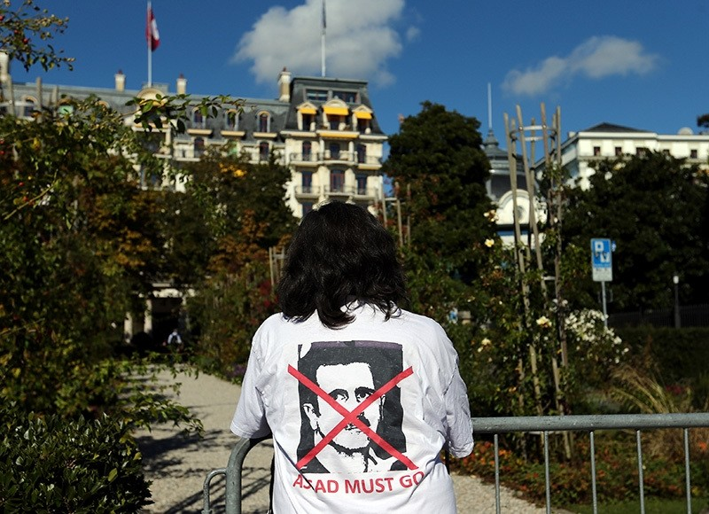 A woman stands outside the Beau-Rivage Palace ahead of Syria talks in Lausanne, Switzerland, October 15, 2016. The T-shirt reads: ,Assad must go,. (Reuters Photo)
