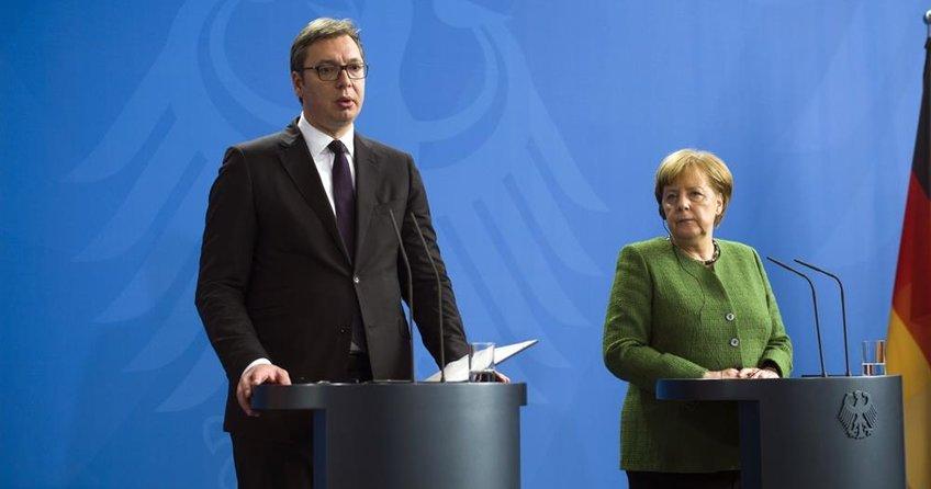 Merkel, Berlin'de Vucic'i ağırladı