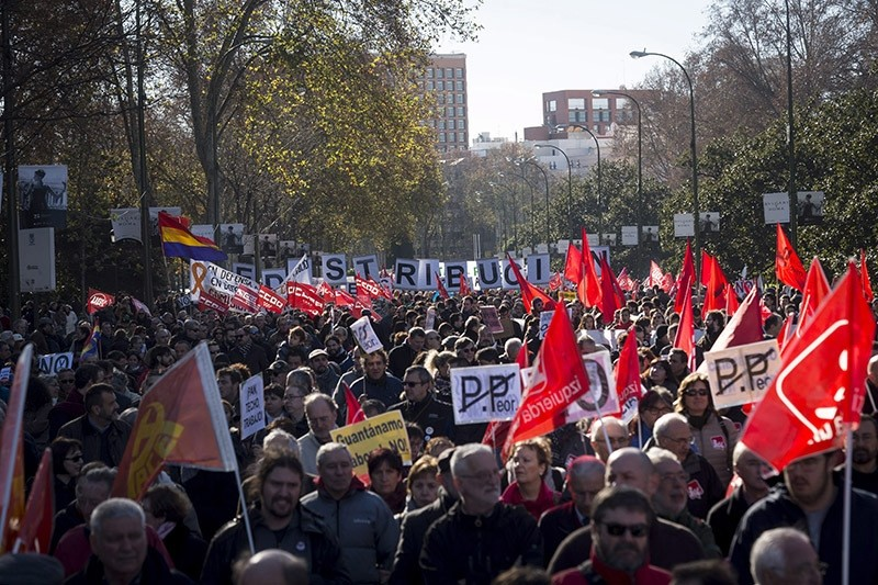 People take part in the main Spanish trade union rally in downtown Madrid, Spain, 18 December 2016, demanding 'recovery of the lost rights' during last years. (EPA Photo)