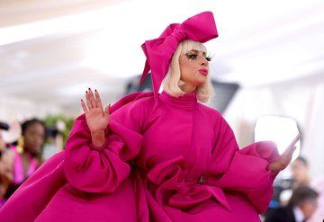 Lady Gaga'dan Met Gala 2019 performansı