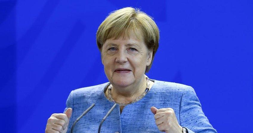 Merkel'e anket şoku