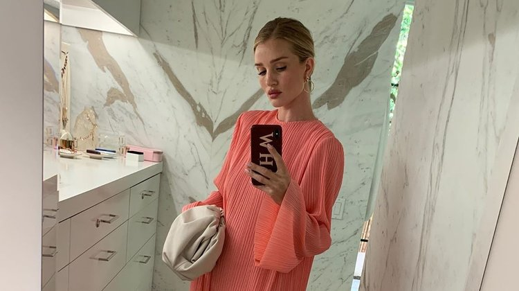 Rosie Huntington-Whiteley'nin mirror selfie'leri