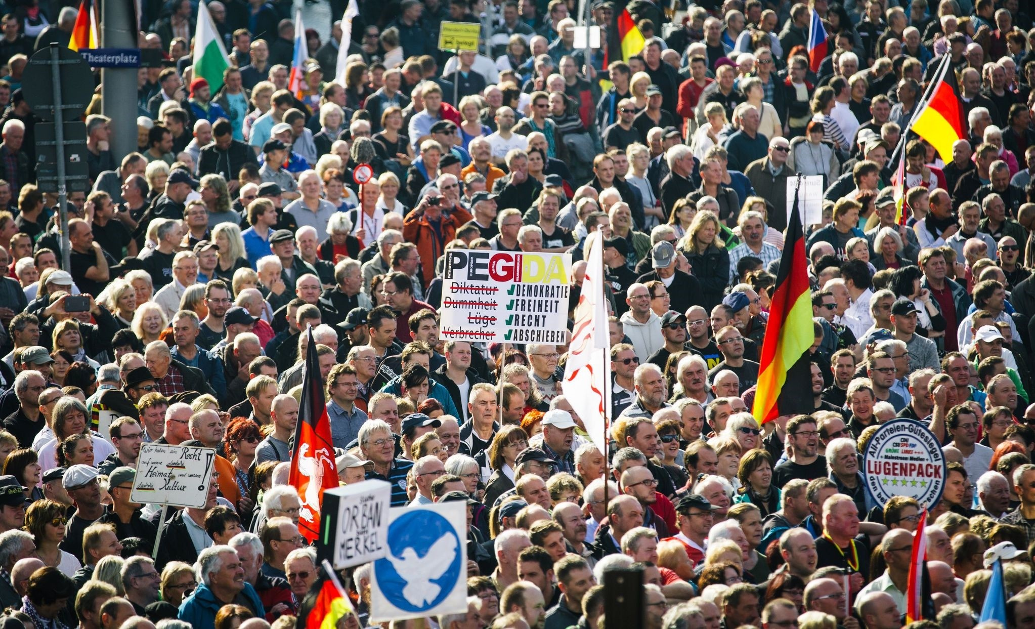 Supporters of the anti-immigrant Pegida movement mark their second year of existence as they demonstrate in Dresden, eastern Germany, on October 16 2016. (AFP Photo)