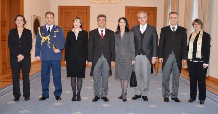 Büyükelçi Aydın, Gaucka güven mektubunu sundu