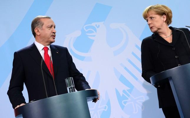 President Recep Tayyip Erdoğan (L) and German Chancellor Angela Merkel - File Photo (AFP)
