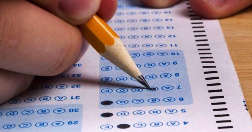 KPSS Ortaöğretim sınav saati yarım saat ileri alındı. KPSS Ortaöğretim sınavına 3 milyon 500 bin kişi başvuru yaptı. KPSS giriş yerleri.