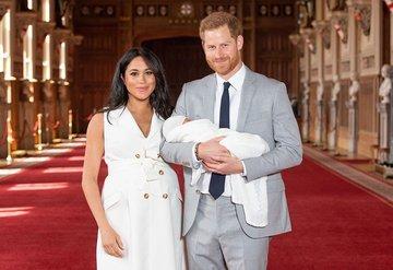Meghan Markle ve Prens Harryden bebekleriyle ilk fotoğraf